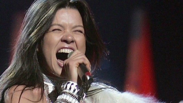 News video: Ruslana Lyzhychko sings for Ukraine